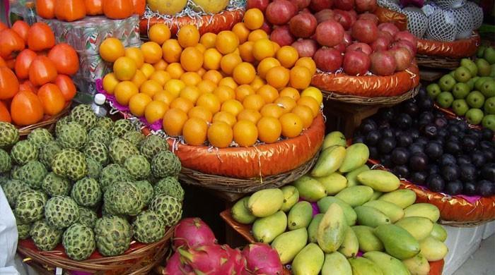 کراچی: ماہ صیام میں 10 روپے کلو پھل کہاں مل رہے ہیں؟