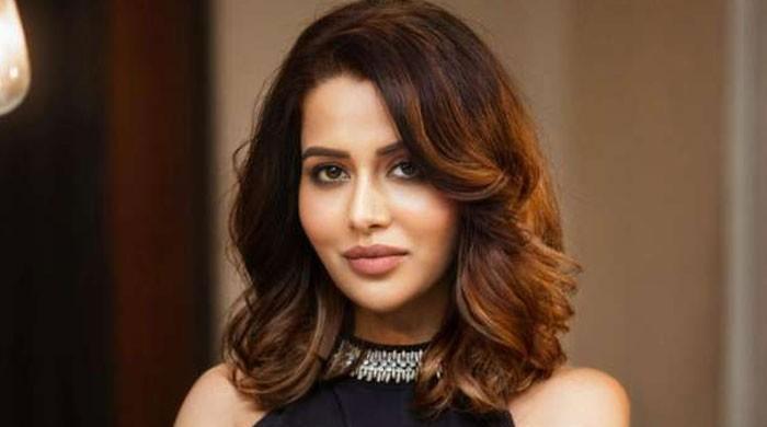 معروف بھارتی اداکارہ کو 'فیشل' کرانا مہنگا پڑگیا، پہچاننا مشکل ہوگیا