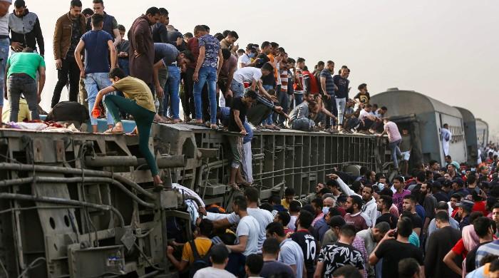 مصر: مسافر ٹرین کے  حادثے میں 16 افراد ہلاک ، 100 سے زائد  زخمی