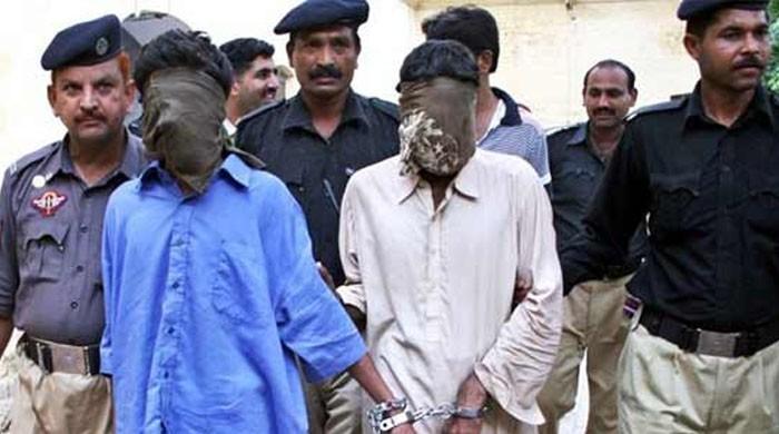 کراچی: گلستان جوہر میں مبینہ پولیس مقابلہ، 2 ڈاکو زخمی حالت میں گرفتار