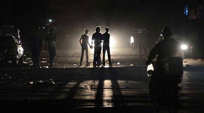 کراچی میں شدید گرمی کے ساتھ ہی بجلی کی بندش کا سلسلہ بھی شروع ہوگیا