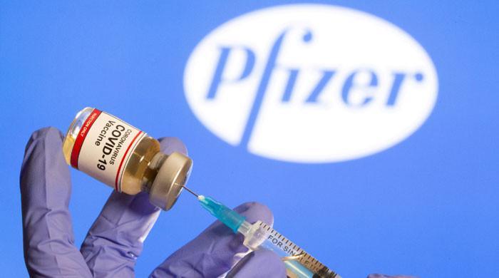 'پاکستان نے فائزر ویکسین کی مزید 1 کروڑ 30 لاکھ خوراکوں کا معاہدہ کرلیا'