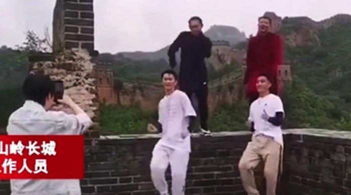 کیا دیوار چین پر رقص منع ہے؟ چینی اداکار مشکل میں پڑ گئے