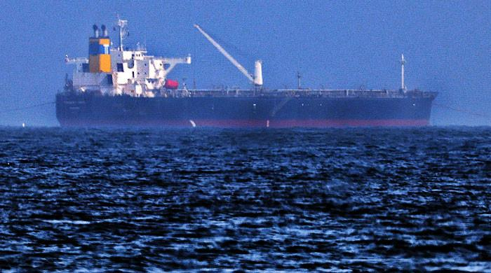 امارات کے ساحل کے قریب تیل بردار بحری جہاز کو 'ہائی جیک' کیے جانے کا خدشہ