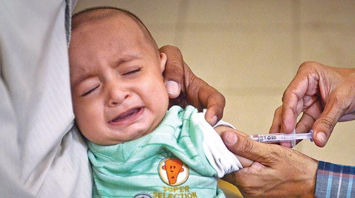 سندھ: بچوں کو خسرہ ویکسین لگانے کیلئے دنیا کی سب سے بڑی مہم چلانے کا فیصلہ